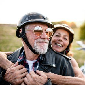 מבוגרים על אופנוע